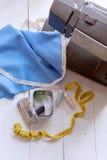 De vrouw naait op de naaimachine het werkconceptie Royalty-vrije Stock Foto