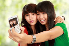 De vrouw neemt een foto van mobiele telefoon Stock Foto