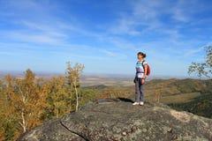 De vrouw op de berg Royalty-vrije Stock Foto