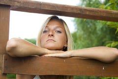 De vrouw op de pijler Royalty-vrije Stock Afbeelding