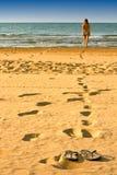 De vrouw op het strand Royalty-vrije Stock Fotografie