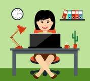 De vrouw op kantoor Royalty-vrije Stock Fotografie