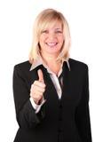 De vrouw op middelbare leeftijd geeft gebaar o.k. Royalty-vrije Stock Foto's