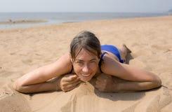 De vrouw op strand Stock Fotografie