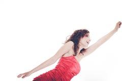 De vrouw in rode kleding met dient lucht in stock afbeelding