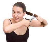 De vrouw snijdt het haar af Stock Foto's