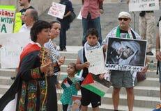 De vrouw spreekt bij verzameling over Midden-Oostencrisis in Lincoln State Capital in Nebraska Stock Foto