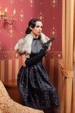 De vrouw in strikte kleren in een retro stijl. royalty-vrije stock afbeeldingen