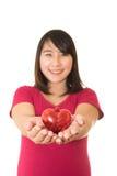 De vrouw toont geïsoleerde harthanden Royalty-vrije Stock Foto