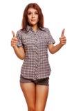 De vrouw toont positieve tekenduimen ja, overhemd Stock Foto's