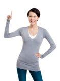 De vrouw toont wijsvinger, aandachtsteken Royalty-vrije Stock Afbeelding