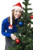 De vrouw treft voor nieuw jaar voorbereidingen Stock Fotografie