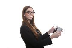 De vrouw typt bericht op tablet Stock Foto's