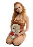 De vrouw van Blondy met een stuk speelgoed Stock Foto