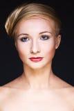 De vrouw van de aantrekkingskracht met helder make-up Royalty-vrije Stock Foto