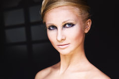 De vrouw van de aantrekkingskracht met helder make-up Royalty-vrije Stock Fotografie