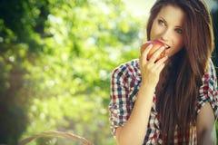 De vrouw van de appel. Zeer mooi model Stock Fotografie