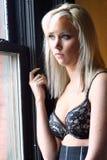 De Vrouw van de blonde in Brassière stock foto
