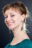 De vrouw van de blonde het glimlachen royalty-vrije stock afbeeldingen