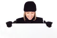 De vrouw van de blonde met een zwarte laag stock foto