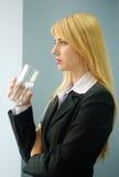 De vrouw van de blonde met glas water Royalty-vrije Stock Foto