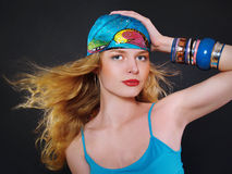 De vrouw van de blonde met kleurrijk maakt omhoog Royalty-vrije Stock Afbeelding