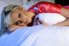 De Vrouw van de blonde in Sporten Jersey Stock Foto's