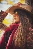 De vrouw van de de herfstmanier openlucht Stock Foto