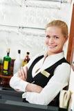 De vrouw van de de managerbarman van het restaurant op het werkplaats Stock Afbeelding