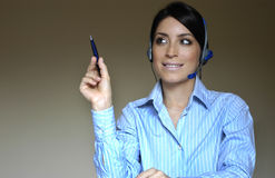 De vrouw van de exploitant in telefoon Royalty-vrije Stock Foto
