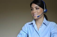 De vrouw van de exploitant in telefoon Stock Foto