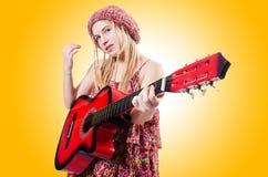 De vrouw van de gitaarspeler Stock Afbeelding