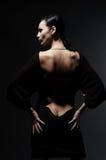 De vrouw van de glamour in kleding met naakte rug Stock Afbeeldingen