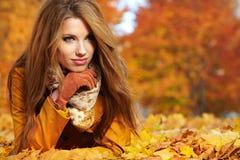 De vrouw van de herfst Stock Foto's