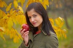 De vrouw van de herfst royalty-vrije stock afbeeldingen