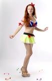 De vrouw van de jeugd in kostuum van Sneeuwwitje royalty-vrije stock foto