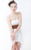 De vrouw van de manier in elegante witte kleding Royalty-vrije Stock Fotografie