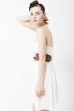 De vrouw van de manier in elegante witte kleding Royalty-vrije Stock Foto