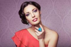 De vrouw van de manier met juwelen Royalty-vrije Stock Fotografie