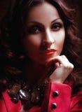 De vrouw van de manier met juwelen bijouterie stock afbeeldingen