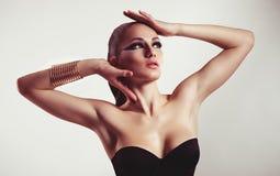 De vrouw van de manier met juwelen bijouterie. Royalty-vrije Stock Afbeeldingen