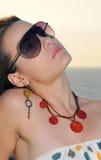 De vrouw van de manier met zonnebril Royalty-vrije Stock Afbeeldingen