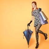 De vrouw van de manier Modieus Autumn Outfit wijnoogst Royalty-vrije Stock Foto's