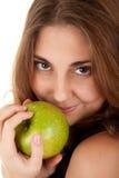 De vrouw van de schoonheid met verse groene appel Stock Foto's