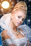 De vrouw van de schoonheid onder maan Royalty-vrije Stock Afbeelding