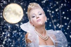 De vrouw van de schoonheid onder maan Stock Fotografie