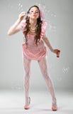 De vrouw van de schoonheid in roze kleding Stock Foto