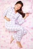 De vrouw van de slaap in bed Royalty-vrije Stock Afbeeldingen