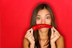 De vrouw van de Spaanse peper grappig op rood Royalty-vrije Stock Afbeeldingen