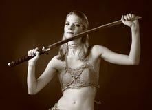 De vrouw van de strijder met zwaard royalty-vrije stock afbeelding